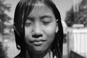 אל תבכי ילדה